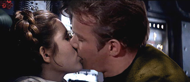 Star-Wars-Star-Trek-Kiss.jpg-1111.jpg