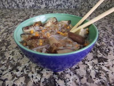Sopa de fideos de soja con verdura