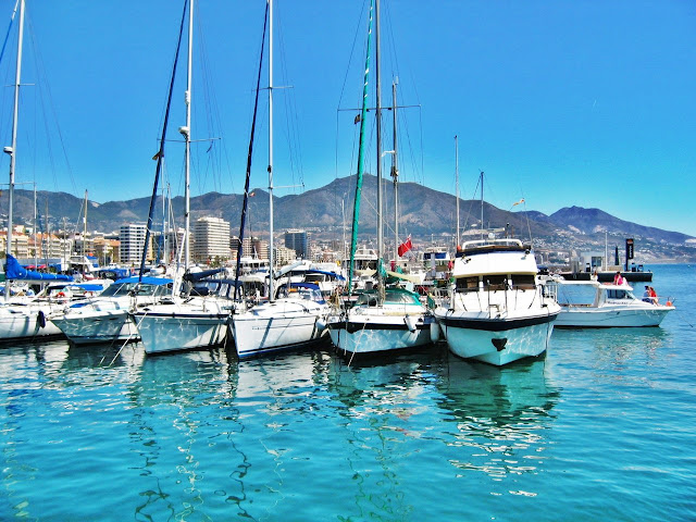 Port w Fuengiroli nie jest tak okazały i piękny. Ale ma swój urok