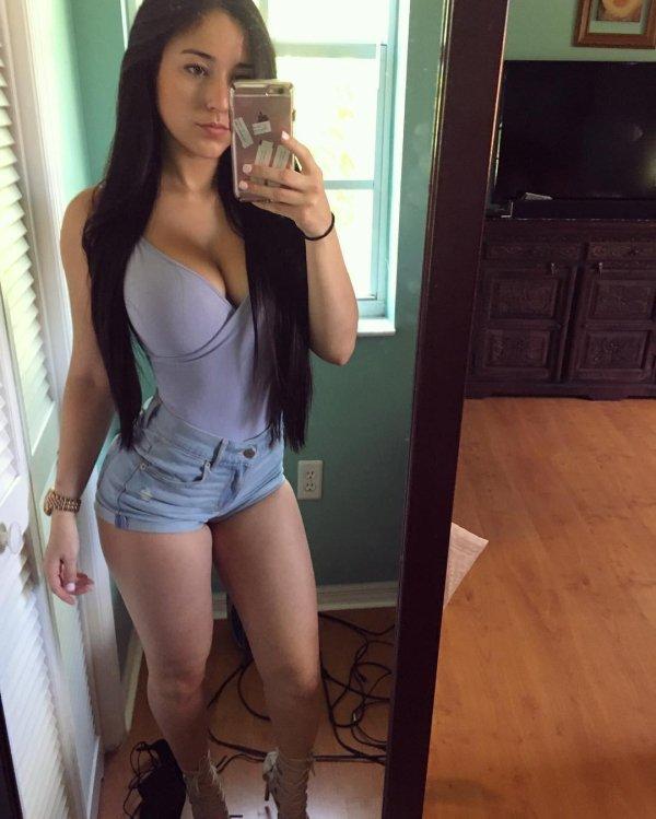 mujeres hermosas en shorts