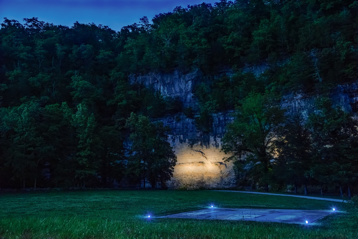 19-The-Beckham-Creek-Cave-Home-in-the-Ozark-Mountains-www-designstack-co
