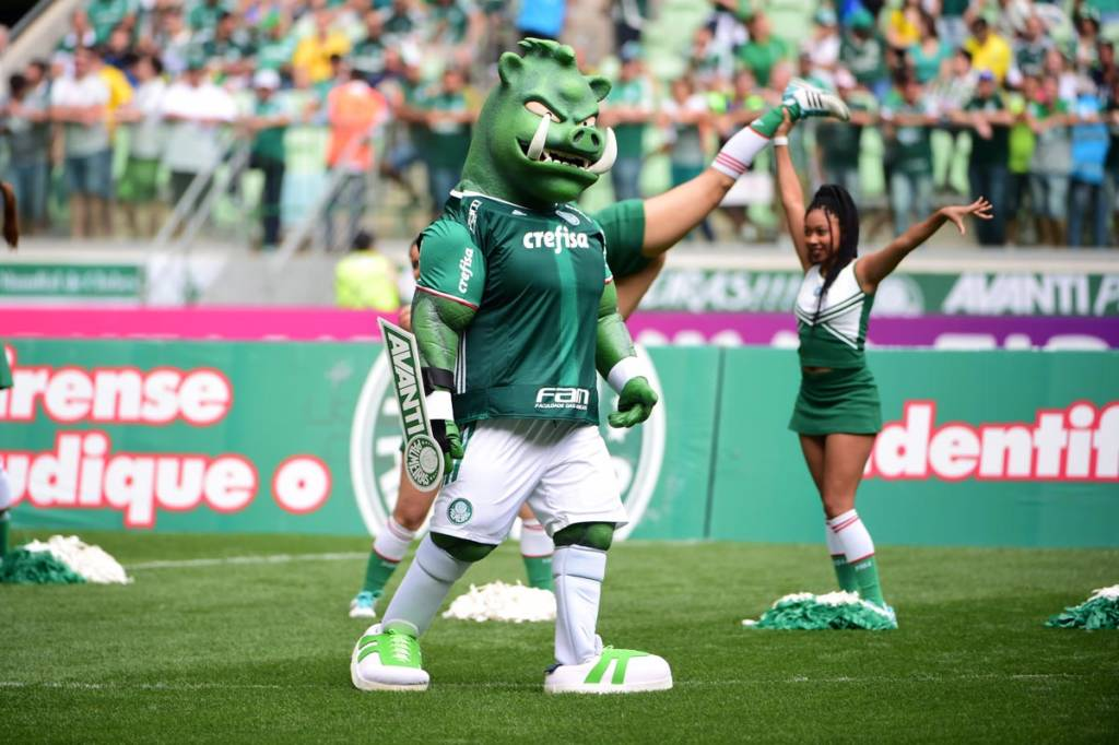 Palmeiras oficializa o porco como mascote e apresenta Gobatto ... 7b993308037f6
