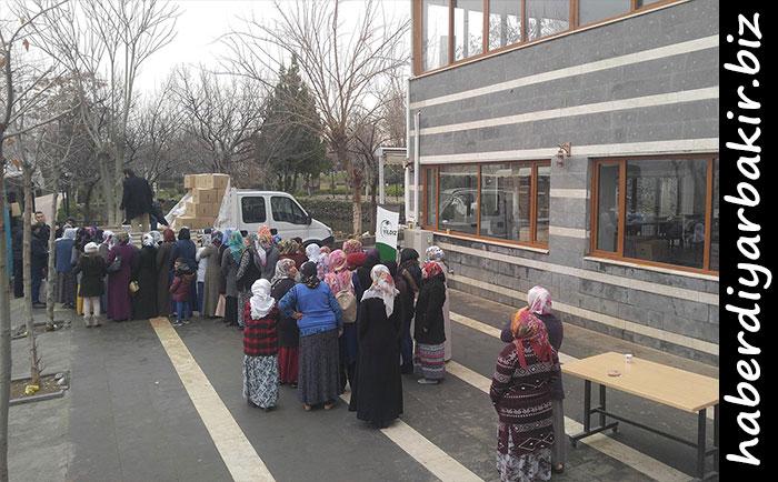 Diyarbakır'da ihtiyaç sahibi ailelere bin 200 gıda kolisi dağıtıldı
