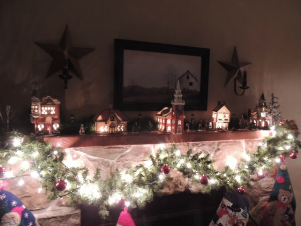 Department 56 Christmas Mantel from Walking on Sunshine
