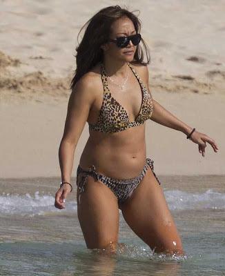 Latinas posing nude
