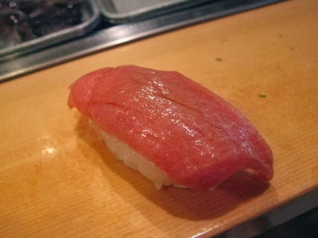 Toro sushi Sushi Dai, Tsukiji Fish Market. Tokyo Consult. TokyoConsult.