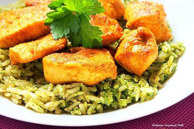 Ryż pełnoziarnisty z pesto pietruszkowym i kurczakiem curry