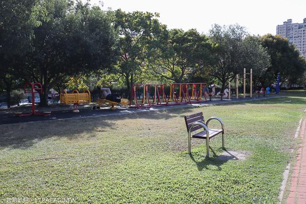 《台中.西屯》惠來公園|環保公園|惠來大榕公|美好書席|陽光草坪|親子公園