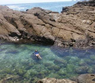 kolam di pantai Wediombo yogyakarta