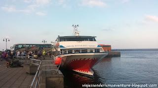 Ferry que nos lleva hasta La Graciosa en el muelle de Órzola (Lanzarote)