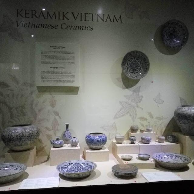 koleksi kermaik vietnam di museum gajah