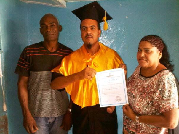 La cárcel pública de Barahona no ha sido limitante para el desarrollo y la superación de Amable Suero