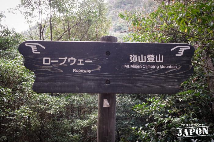 Panneau de randonnée sur le mont Misen, Miyajima, Hiroshima-ken