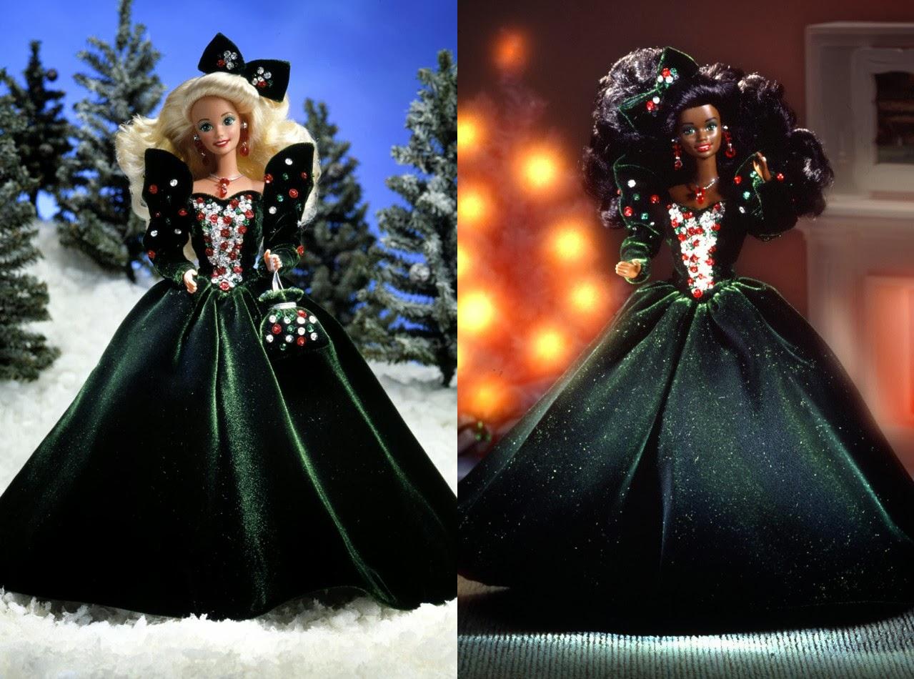 33b5484e69a1 Happy Holiday Barbie del 1991 era la quarta della serie e risultava molto  festiva e natalizia nel suo abito di velluto verde! L abito ha una gonna e  maniche ...