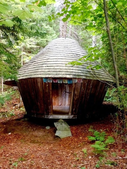 19-Little-Yurt-Small-Homes-Offices-&-Other-www-designstack-co