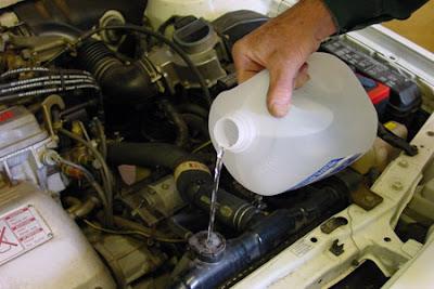 mengganti air radiator