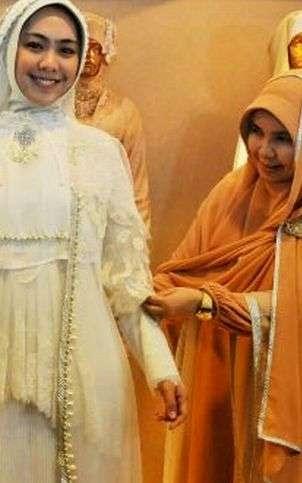 desainer muslimah Irna Mutiara dan oki setiana dewi