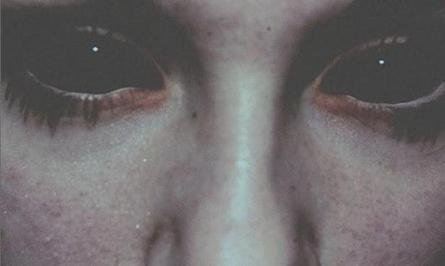 Οι μυστηριώδεις άνθρωποι με τα μαύρα μάτια