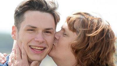 Setelah Gagal Bunuh Diri, Pemuda Ini Jadi Tak Bisa Berhenti Tersenyum