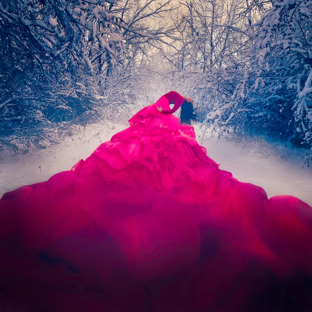 14-Red-Jenna-Martin-Surreal-Photographs-with-Underwater-Shots-www-designstack-co