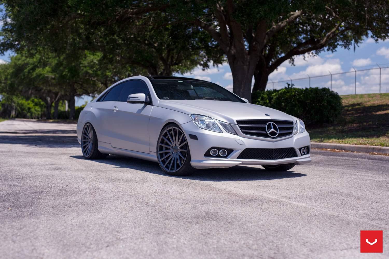 Mercedes benz e class on vfs2 vossen series wheels for Mercedes benz w207