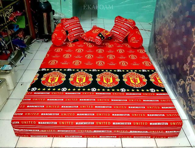 Sofa bed inoac motif bola MU Manchester united