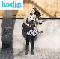 http://www.kodinkuvalehti.fi/artikkeli/lue/ihmiset/lauluntekija_anna_kokkonen_selvisin_koulukiusaamisesta_musiikin_avulla