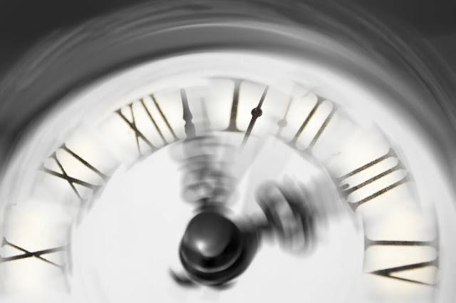 لماذا نشعرُ أن الوقت يمر علينا أسرع كلما كبرنا في السن