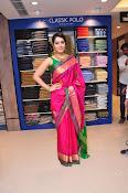 Raashi Khanna new glamorous photos-thumbnail-4
