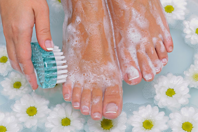 How to Achieve a Spa Pedicure at Home  via www.productreviewmom.com