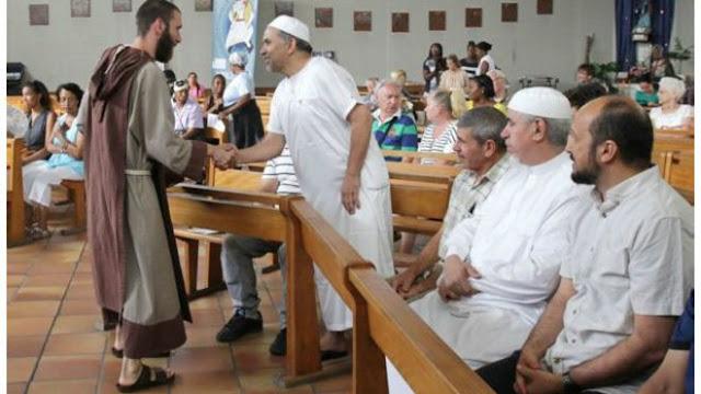 Solidaritas Serangan Gereja di Prancis, Ratusan Umat Muslim Hadiri Misa