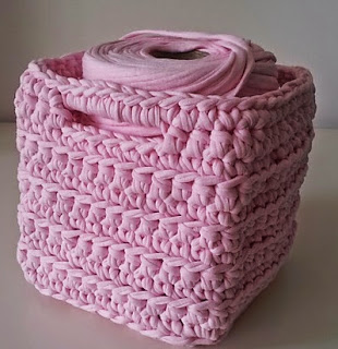http://www.ravelry.com/patterns/library/square-basket---vierkant-mandje