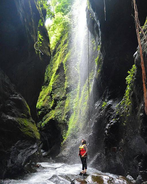 foto air terjun di ranto canyon brebes keren