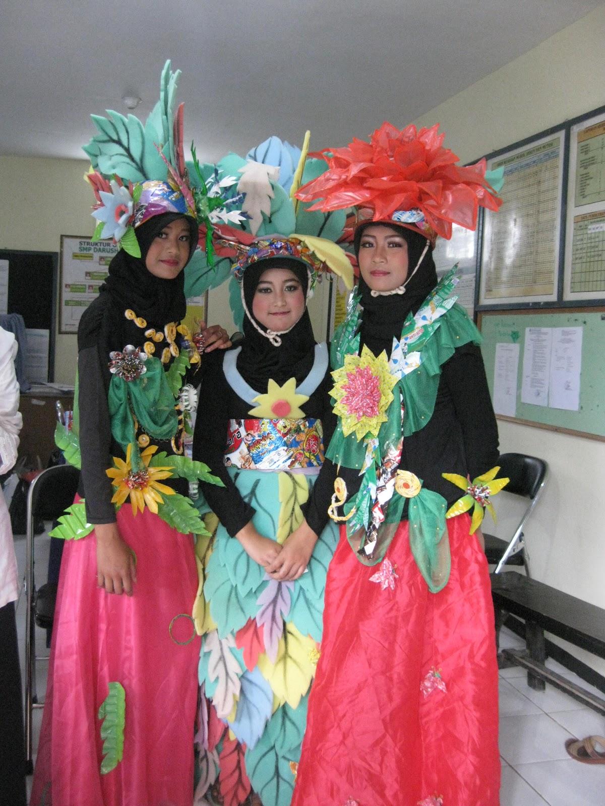 Membuat Kostum Fashion Show atau Karnaval Berbahan Dasar