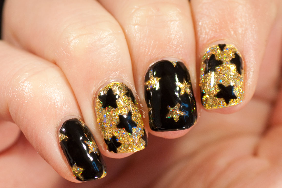 Sparkly Gold New Years Nails with star pattern