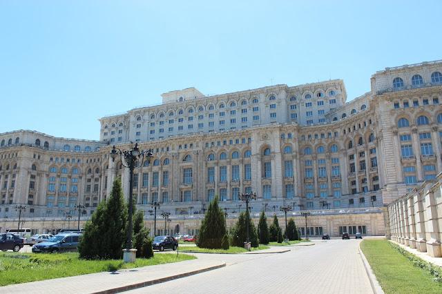 89cd5a00f8 Mas o local mais visitado é o Palácio do Parlamento