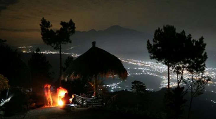 night view dari puncak pandawa brau