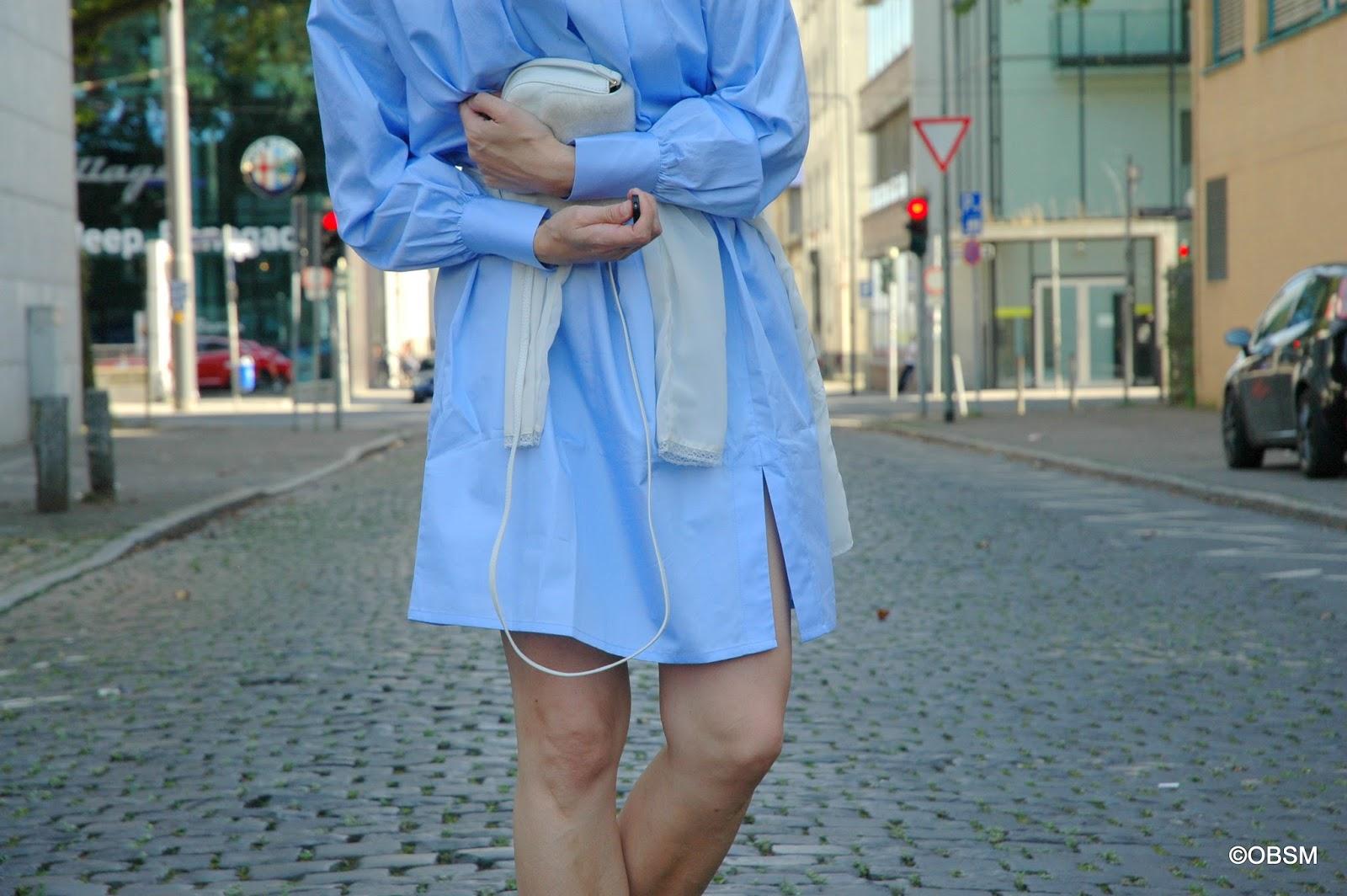immer sommer: hellblaues hemdenblusenkleid mit metallic