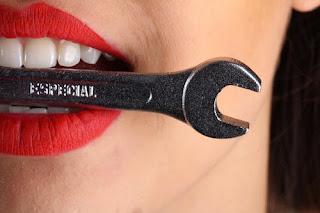 9 Cara Menghilangkan Karang Gigi yang Sudah Mengeras Lepas Sendiri