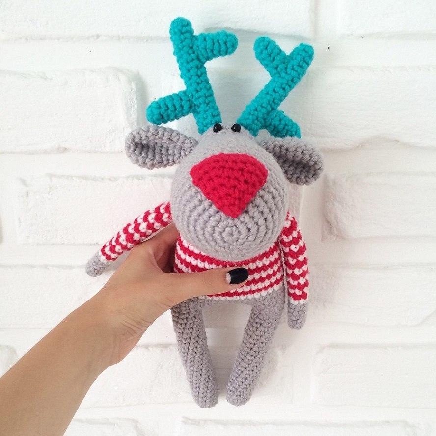 Вязаная игрушка олень амигуруми крючком