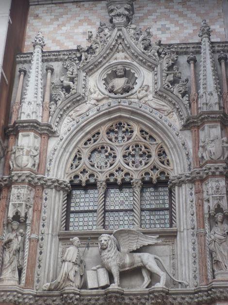 la porta della carta di palazzo ducale