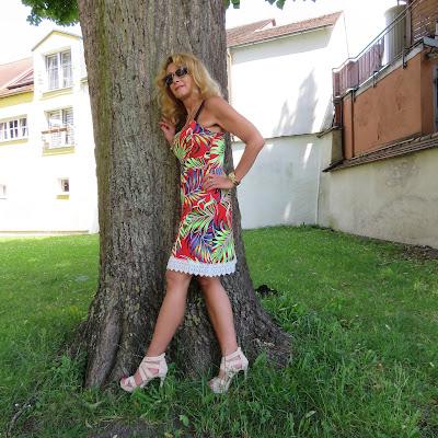 Kleid mit Muschelkanten