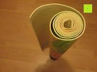 """zusammengerollt: Yogamatte """"Yoganidra"""" Die ideale Yoga- und Gymnastikmatte für Yoga-Einsteiger. Maße: 183 x 61 x 0,4cm / Bambus"""