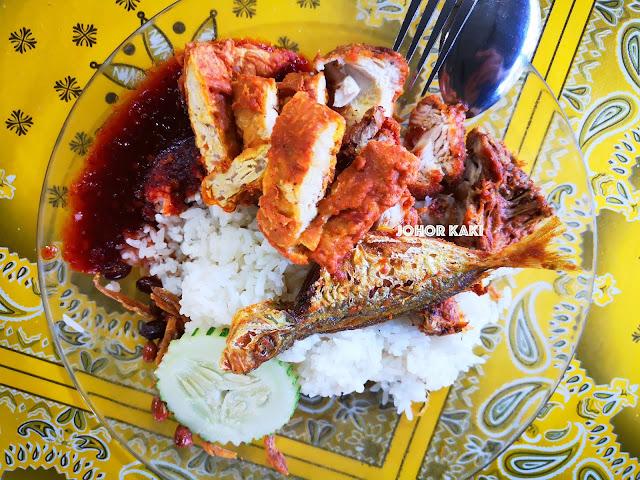 Best Johor Bahru Nasi Lemak List. Mughni Saujana Cafe. Warung Sebelah Rumah Menteri Besar