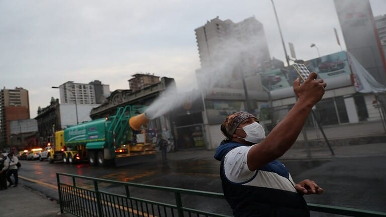 وزير-الصحة-التشيلي-يعلن-قفزة-في-إصابات-كورونا-وفرض-حجر-صحي-في-سانتياغو