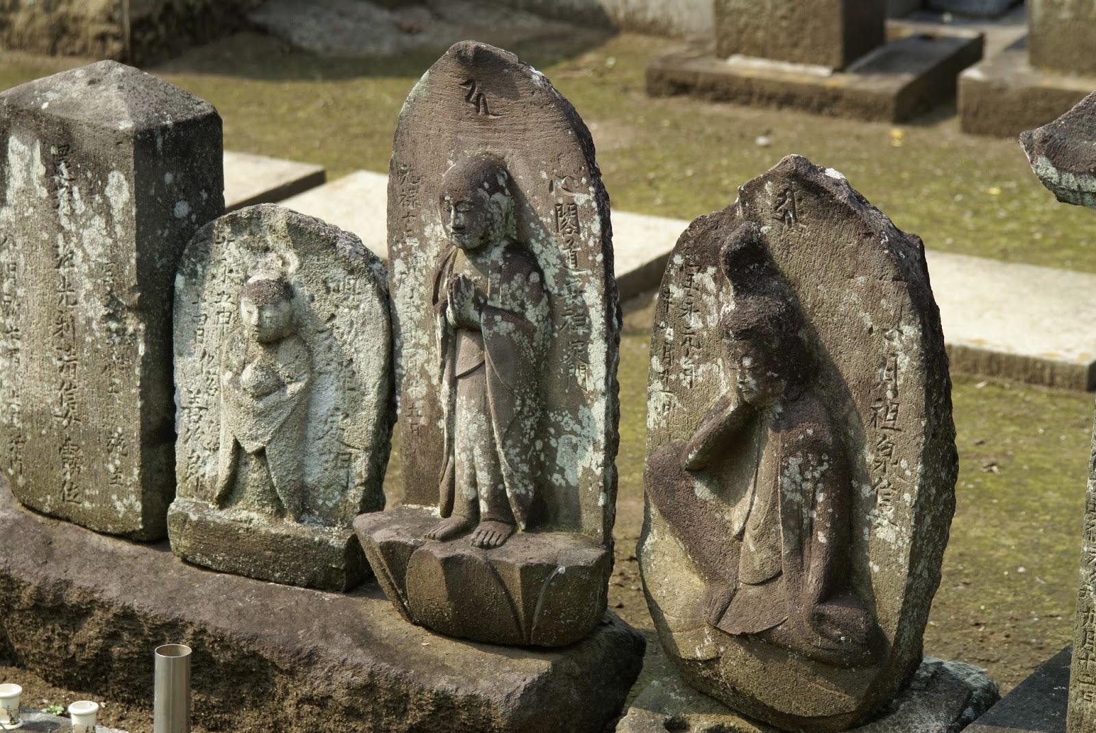 pierre tombale japonaise