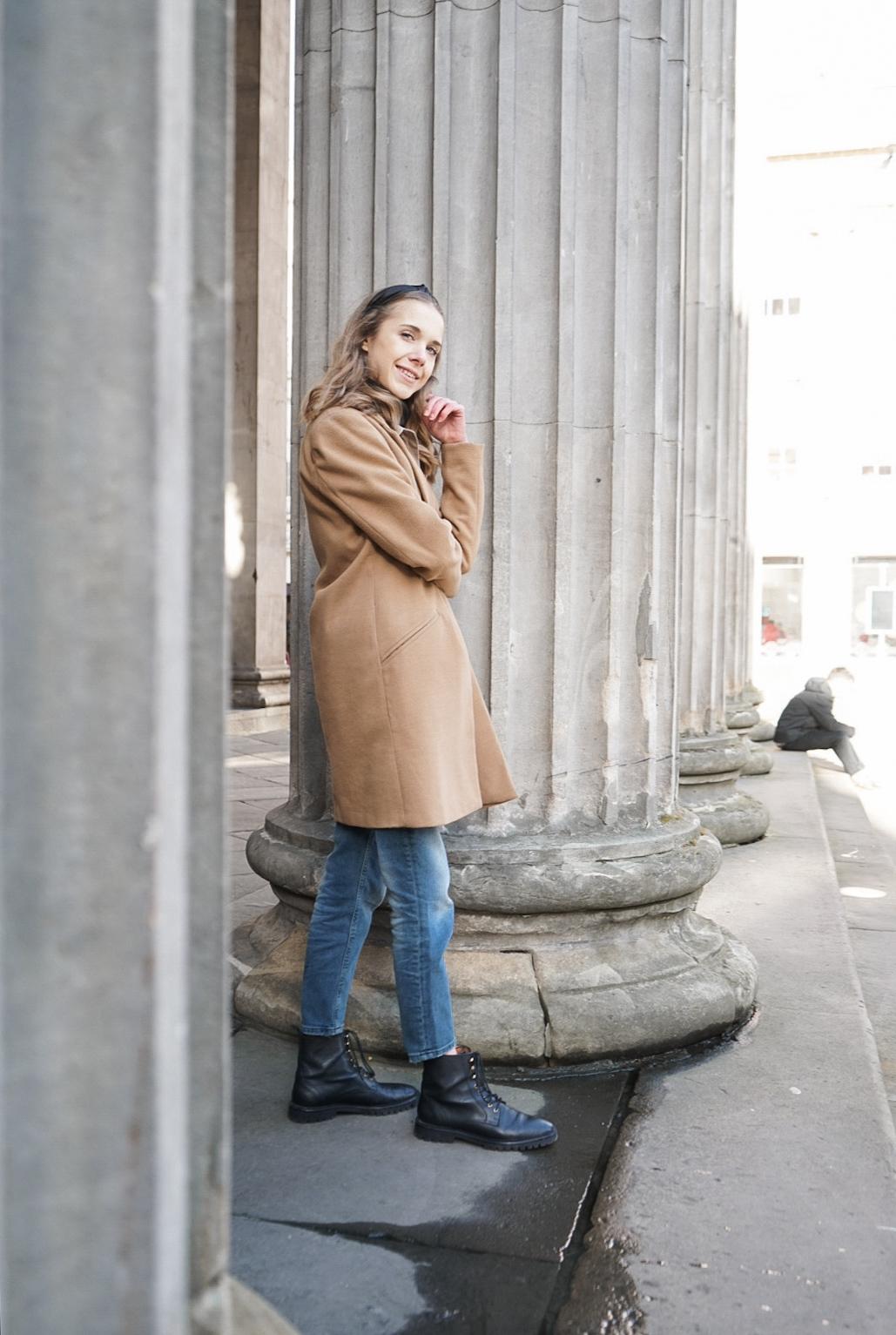 Timeless streetstyle: denim, cashmere knit and camel coat - Ajaton muoti: farkku, kasmirneule ja kamelitakki