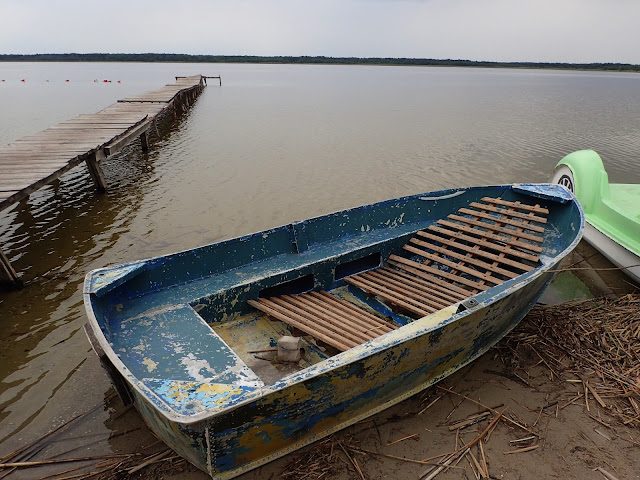 Nad jeziorem - łódź + pomost