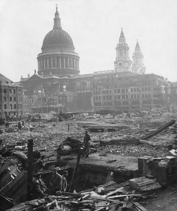7 March 1941 worldwartwo.filminspector.com St. Paul's Cathedral