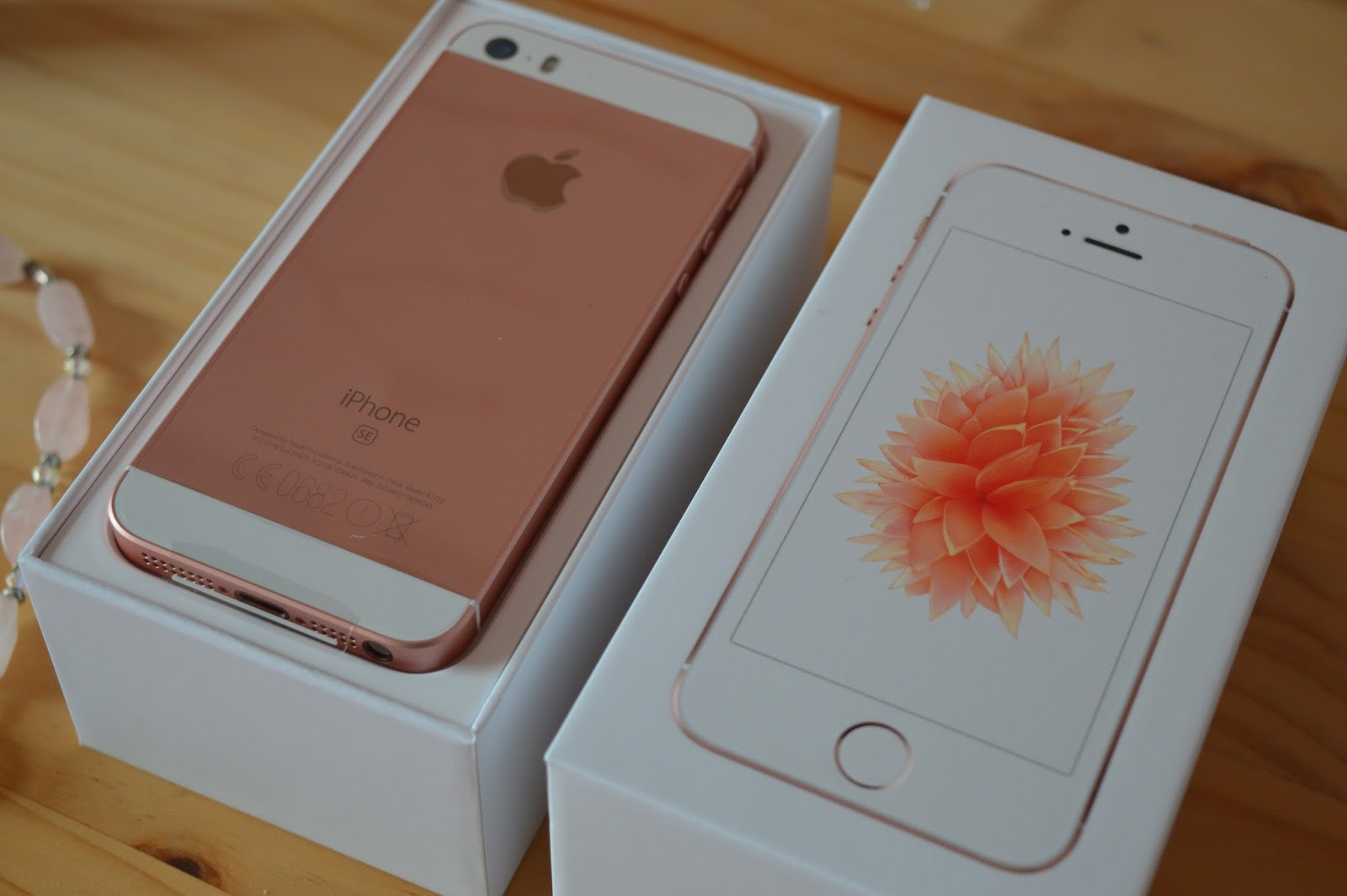 The Colour Carousel Uk Beauty Blog Apple Iphone Se 64gb Rose Gold 5s Unboxing
